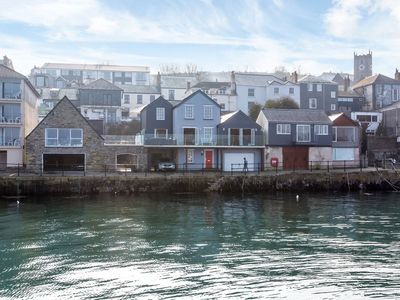 5 Star luxury at Nightingale House and Mews in a prime waterside location