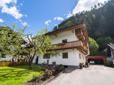 Photo for On the outskirts of Zell am Ziller, 2nd floor accommodation with balcony.