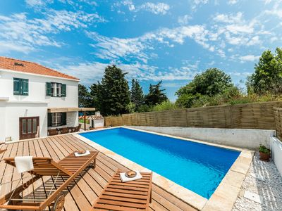 Photo for Villa with pool, 300 meters from the beach, sea view, quiet location, near Zadar