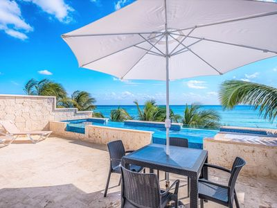 Photo for Amazing beachfront penthouse condo with a private rooftop pool - AC, kayaks