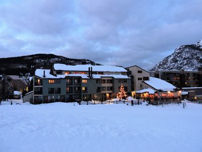 This is the Foxpine Inn.  Ski in AND out - no schlepping thru  lots or on bus!
