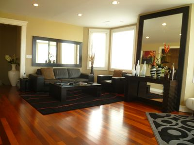 Photo for Luxurious & Modern Nob Hill Flat, Amazing Bay Views