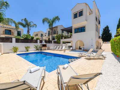Photo for Villa Centro - A lovely 4 bedroom villa with private swimming pool