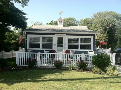 Lovely two bedroom cottage with bay views!  Enjoy beautiful sunsets nightly.