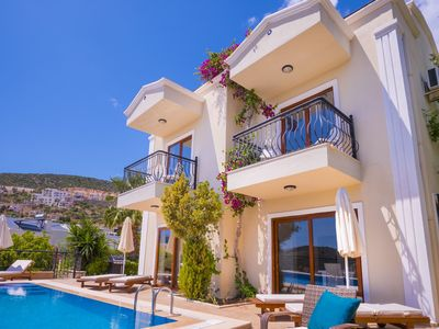 Photo for Villa Sakin with 3 ensuite bedrooms, private pool & roof terrace,10 mins to town