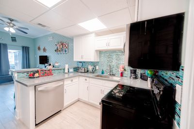 Brand new kitchen, fully stocked, soft-close cabinets & drawers