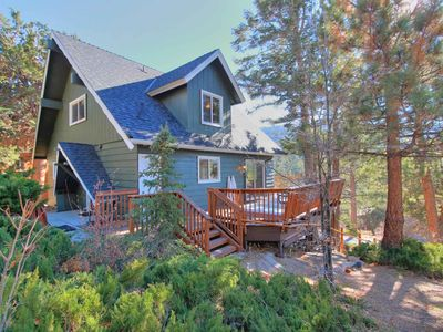 Skyfall: Near Bear Mtn! Spa! Fireplace! Internet! Views! Beautiful Updates! Deck! Spacious Kitchen!