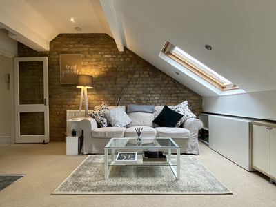 Photo for Gorgeous One Bedroom London Apartment, three stops from Victoria Station.