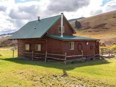 Photo for Secluded Guest Cabin