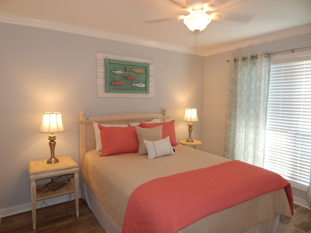 This newly updated beautiful 2/2 overlooks the pool, and golf course.