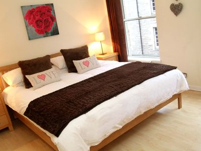 Photo for Spacious, Well Equipped Apartment Close to the Royal Mile