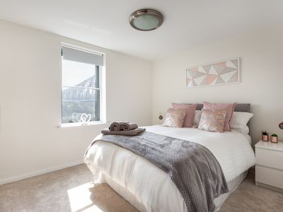 Photo for Quayside Apartment with Balcony & River View