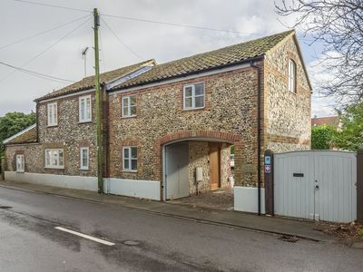 Photo for A charming and comfortable characterful property in Brancaster Staithe.