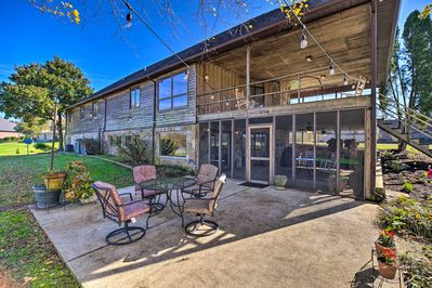 Fall in love with Kingston, Tennessee at this vacation rental home.