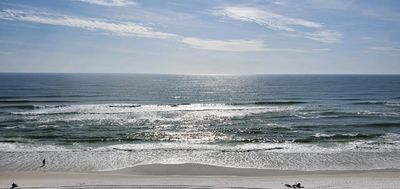 Photo for Lovely, top floor, beach facing condo with spectacular views!