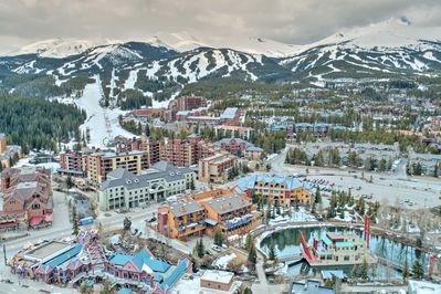 The truly unbeatable location makes walking to Peak 9 and Main Street a breeze!