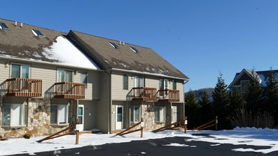4 level townhome is steps away from WISP ski slopes.  Sleeps 10, 3BA. Fireplace