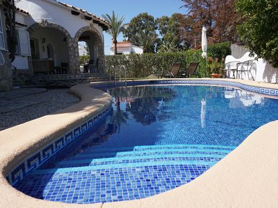 Photo for Villa a few steps from the sea for 4 pers. with private pool, aircon, WiFi...