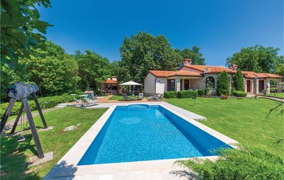 Photo for 3 bedroom accommodation in Belavici