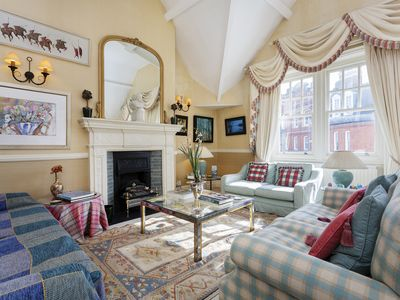 Photo for A beautifully grand and old fashioned 3 bed in upmarket Chelsea (Veeve)