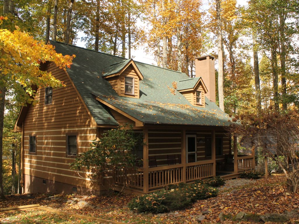 Blowing rock log cabin close to tweetsie and appalachian for Boone ski cabin rentals