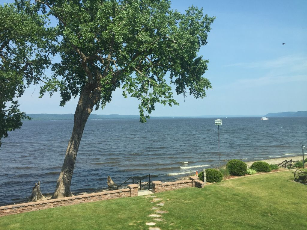 Beach house on lake pepin includes kayaks a homeaway for Lake pepin cabin rentals