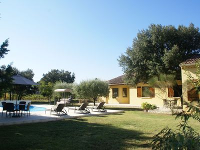 Photo for Single storey villa with private pool and fenced garden in Sorgues