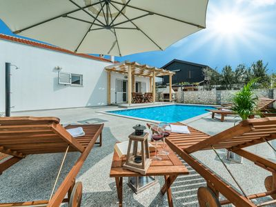 Photo for Villa Casa Nova with pool just 130m from sandy beach