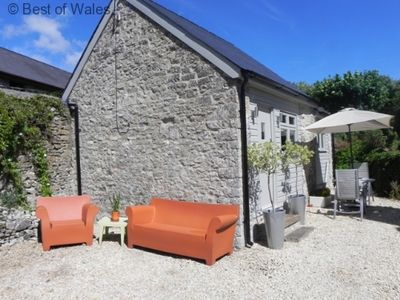 Photo for Cosy cottage for 2 only 20 minutes from Cardiff