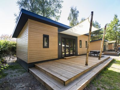 Photo for 6-person mobile home in the holiday park Landal Rabbit Hill - in the woods/woodland setting