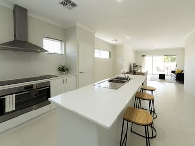 Photo for Cosy lodge Wilson - New Modern House Close to Perth CBD