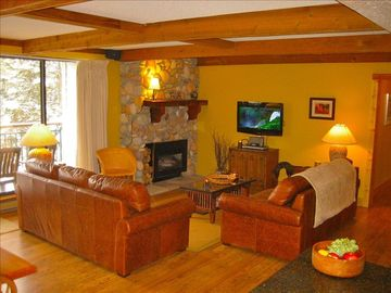 True Ski in/Out Luxury in Town,Free Indoor Parking & Wifi