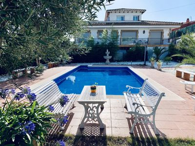 Photo for Exclusive apartment with pool and garden, Costa Brava, Spain
