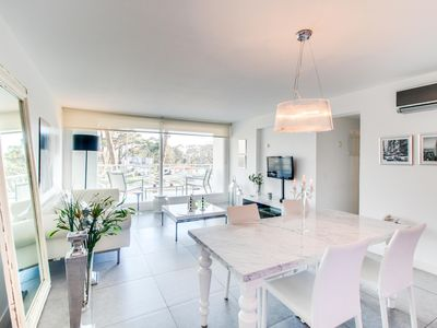 Photo for Modern & sleek condo with shared pools, gym & sauna, private balcony