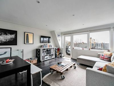 Photo for Contemporary 1 Bed apt, 15 min to Notting Hill