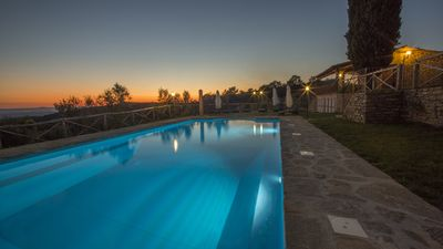 Photo for Henni Cortona farmhouse with swimming pool, sauna and jacuzzi, panoramic view