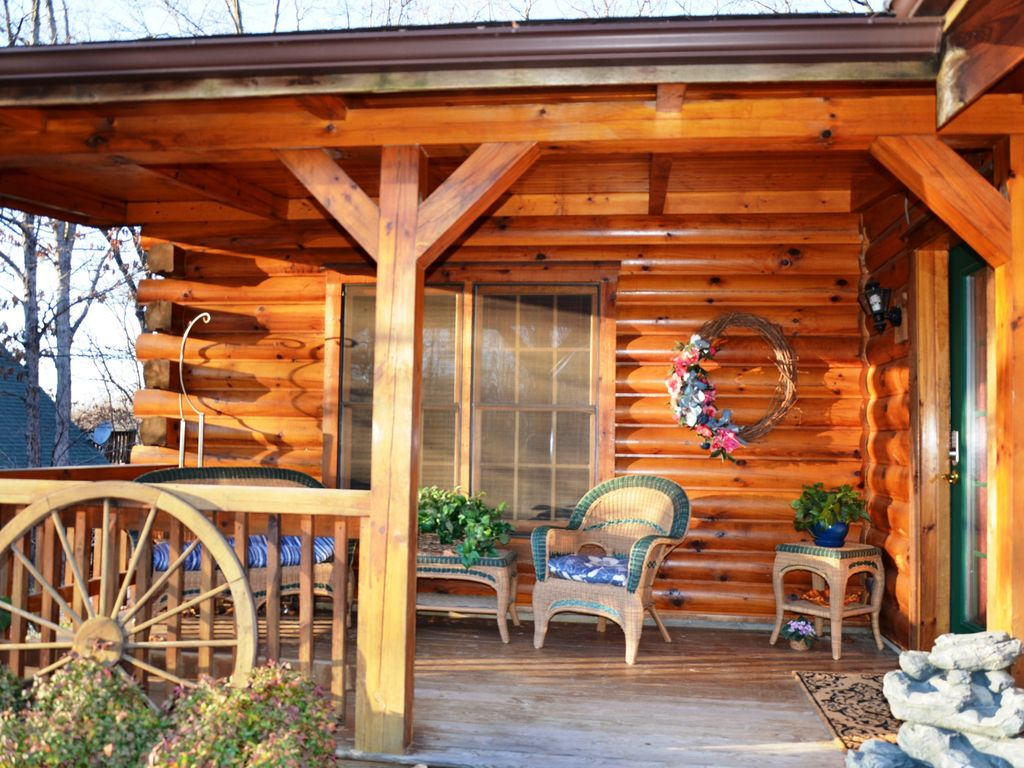 Spacious secluded elegant log cabin jetted tubs hot tub for Log cabin with hot tub one night stay