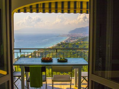 Photo for Villa with garden with a splendid view of the Gulf of Tigullio