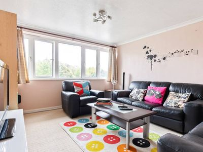 Photo for Spacious 2Bed Duplex 10min to stn, Cricklewood