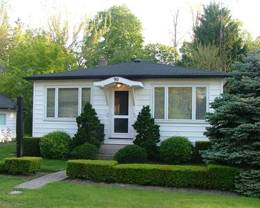 Photo for Charming Cottage in Fabulous Location in Niagara on the Lake
