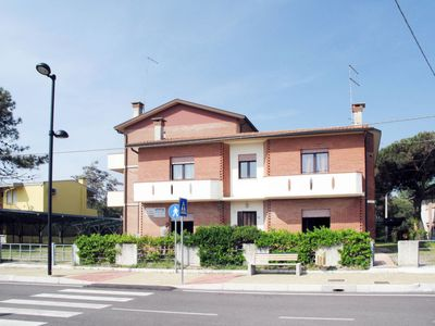 Photo for Apartment Casa Jolanda (ROM182) in Rosolina Mare - 8 persons, 3 bedrooms