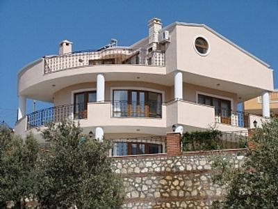 Photo for Private Pool, Luxuriously Appointed, Very Close to Town - No Need for Taxis