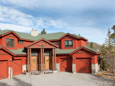 Photo for 5 Bedroom, 4.5 Bath, Sleeps 15, minutes from Keystone