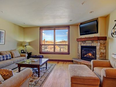 Photo for Luxury & Spacious Townhome. Downtown. Gorgeous Lake & Mountain Views. King Bed.