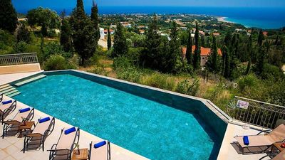 Photo for Villa with sea view and 4 bedrooms!