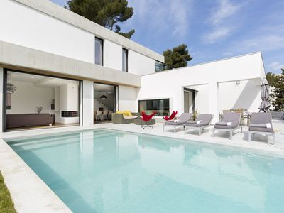 Photo for Magnificent architect villa on the heights of Marseille