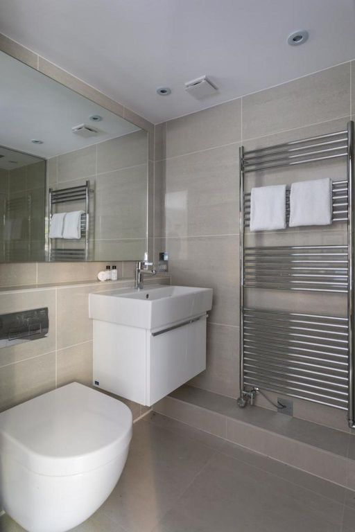 London Home 344, You will Love This Luxury 2 Bedroom Holiday Home in London, England - Studio Villa, Sleeps 4