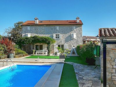 Photo for Quiet Istrian stone house with pool for up to 10 people