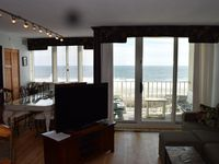 Beautiful and spacious condo right on the ocean!