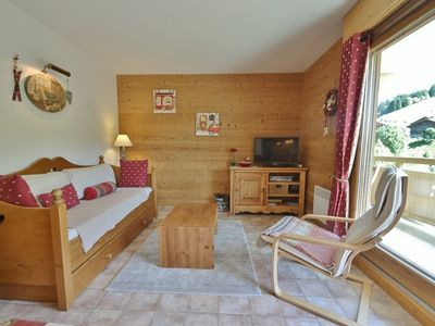 Photo for Cosy little piste side apt for 4 opposite slopes  et  close to shops!